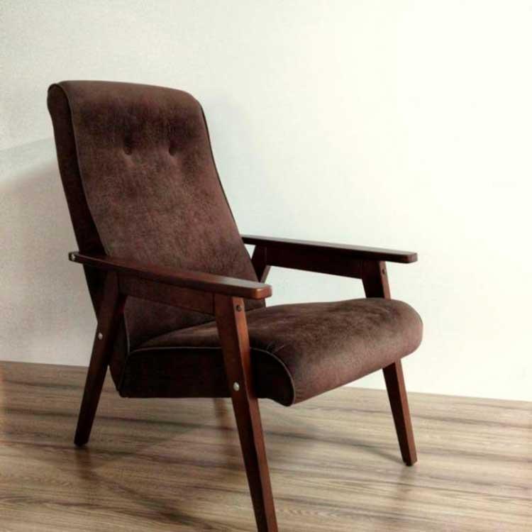 Кресло-с-деревянными-подлокотниками
