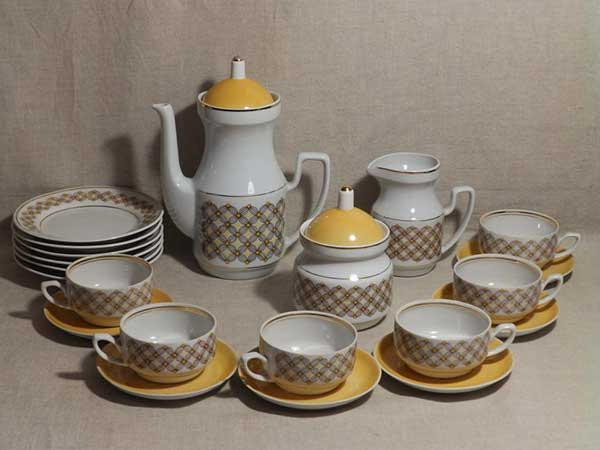 Желтый чайный сервиз