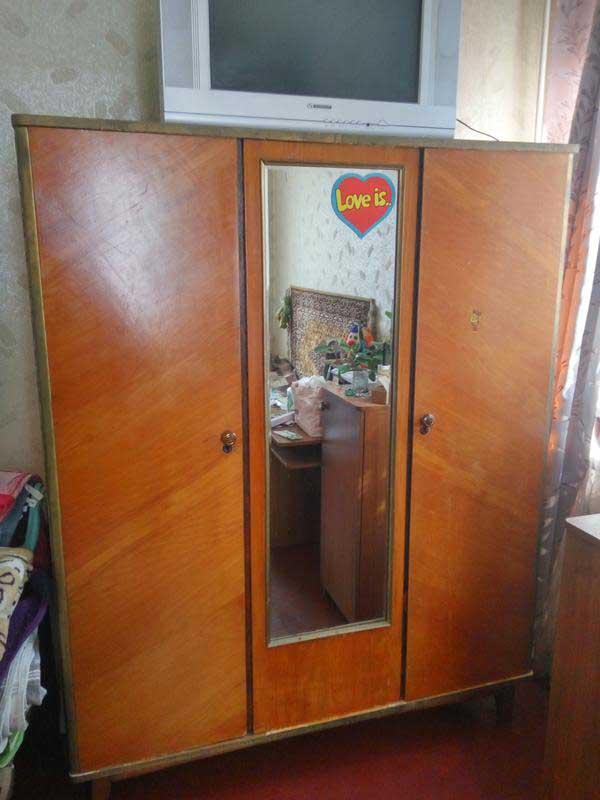 Шкаф СССР с зеркалом