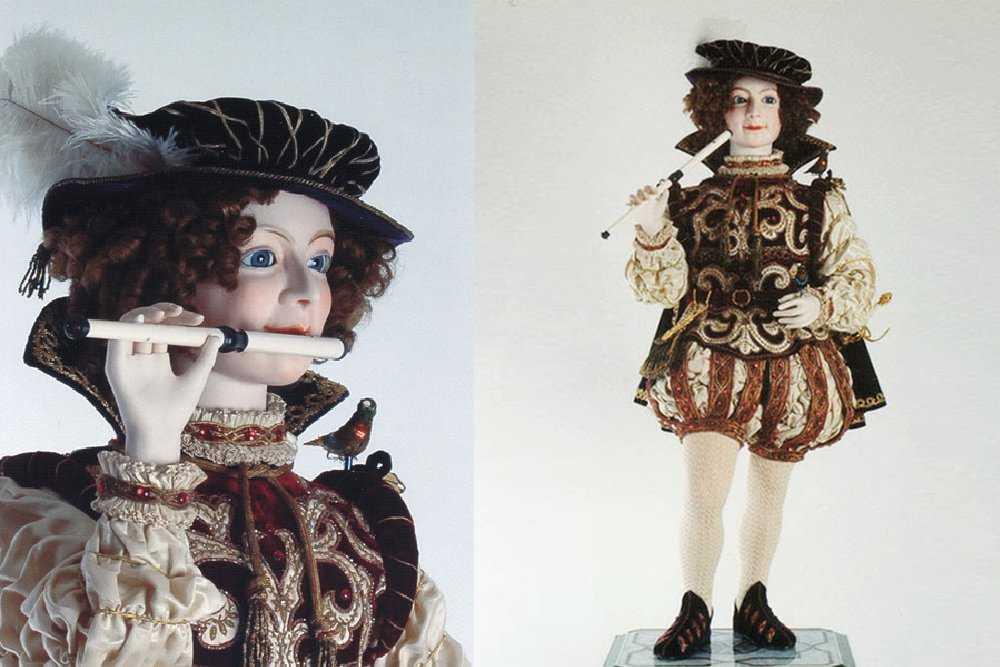 Старинная кукла